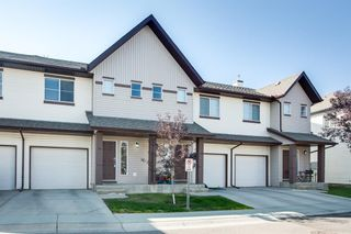 Photo 2: 8 Everridge Gardens SW in Calgary: Evergreen Row/Townhouse for sale : MLS®# A1041120