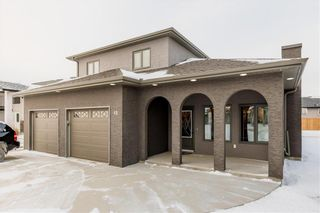 Main Photo: 13 BRIARWOOD Place in Steinbach: R16 Residential for sale : MLS®# 202029454