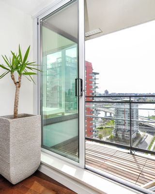 Photo 7: 2206 33 Smithe Street in Vancouver: Yaletown Condo for sale (Vancouver West)  : MLS®# V1090861