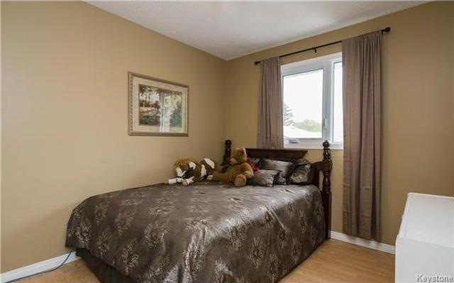 Photo 8: Photos: 11 Gretna Bay in Winnipeg: Meadowood Residential for sale (2E)  : MLS®# 1712947