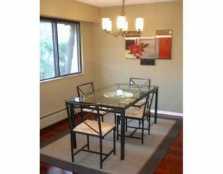 """Photo 3: 302 1610 CHESTERFIELD AV in North Vancouver: Central Lonsdale Condo for sale in """"CANTERBURY HOUSE"""" : MLS®# V606370"""