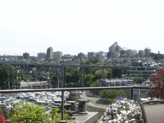 """Photo 2: 910 1450 PENNYFARTHING Drive in Vancouver: False Creek Condo for sale in """"HARBOUR COVE"""" (Vancouver West)  : MLS®# V831435"""