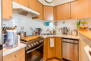 """Photo 11: 1105 680 CLARKSON Street in New Westminster: Downtown NW Condo for sale in """"THE CLARKSON"""" : MLS®# R2409786"""