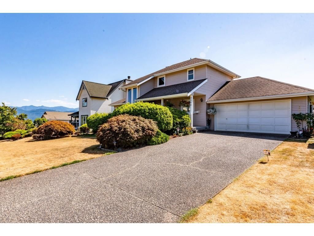 """Main Photo: 2280 MOUNTAIN Drive in Abbotsford: Abbotsford East House for sale in """"MOUNTAIN VILLAGE"""" : MLS®# R2611229"""