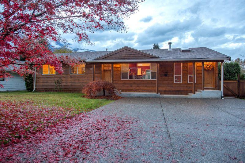 "Main Photo: 2139 PARKWAY Road in Squamish: Garibaldi Estates House for sale in ""Garibaldi Estates"" : MLS®# R2119472"