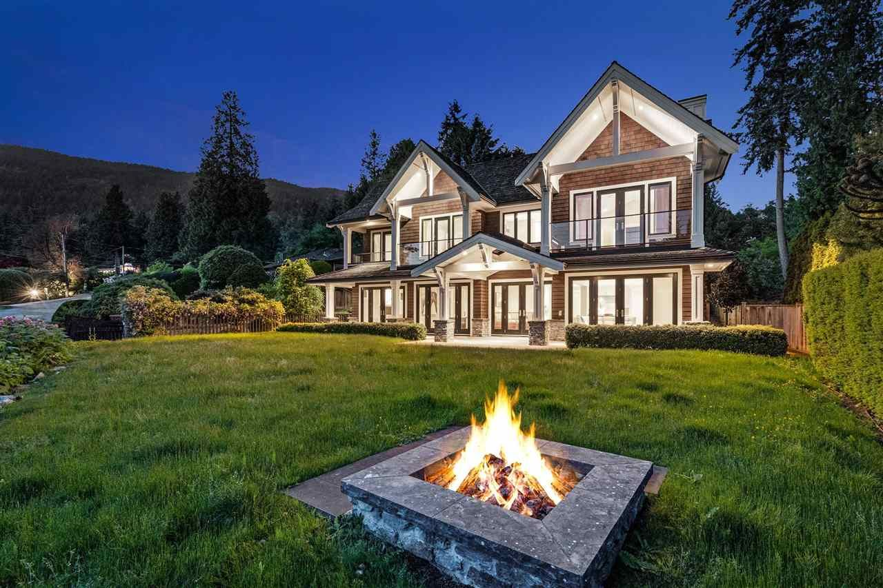 Main Photo: 2645 ROSEBERY Avenue in West Vancouver: Queens House for sale : MLS®# R2587054