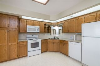 """Photo 2: 205 31930 OLD YALE Road in Abbotsford: Abbotsford West Condo for sale in """"Royal Court"""" : MLS®# R2413572"""