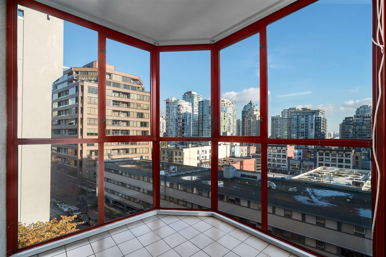 "Main Photo: 708 811 HELMCKEN Street in Vancouver: Downtown VW Condo for sale in ""IMPERIAL TOWER"" (Vancouver West)  : MLS®# R2011979"