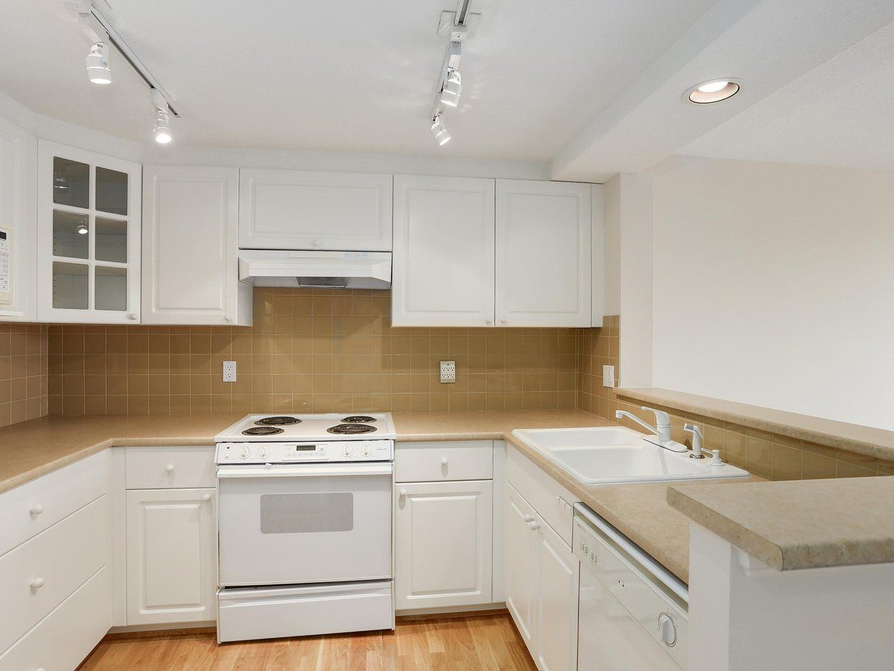 """Photo 6: Photos: 1704 5775 HAMPTON Place in Vancouver: University VW Condo for sale in """"CHATHAM"""" (Vancouver West)  : MLS®# R2196974"""