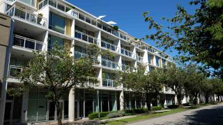 Photo 1: 416 1635 W 3RD Avenue in Vancouver: False Creek Condo for sale (Vancouver West)  : MLS®# R2481622
