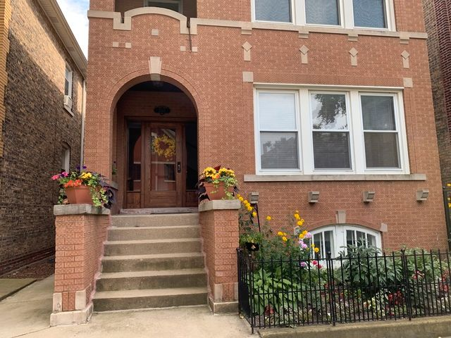 Main Photo: 2147 Superior Street in Chicago: CHI - West Town Rentals for rent ()  : MLS®# MRD10545457