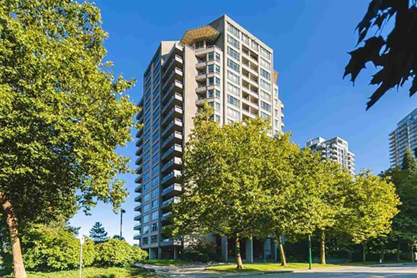 "Main Photo: 403 6070 MCMURRAY Avenue in Burnaby: Forest Glen BS Condo for sale in ""La Mirage"" (Burnaby South)  : MLS®# R2488185"