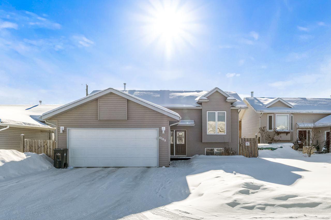 Main Photo: 6109 54 Avenue: Cold Lake House for sale : MLS®# E4228701