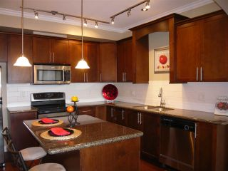 """Photo 2: 206 2627 SHAUGHNESSY Street in Port Coquitlam: Central Pt Coquitlam Condo for sale in """"THE VILLAGIO"""" : MLS®# R2393781"""