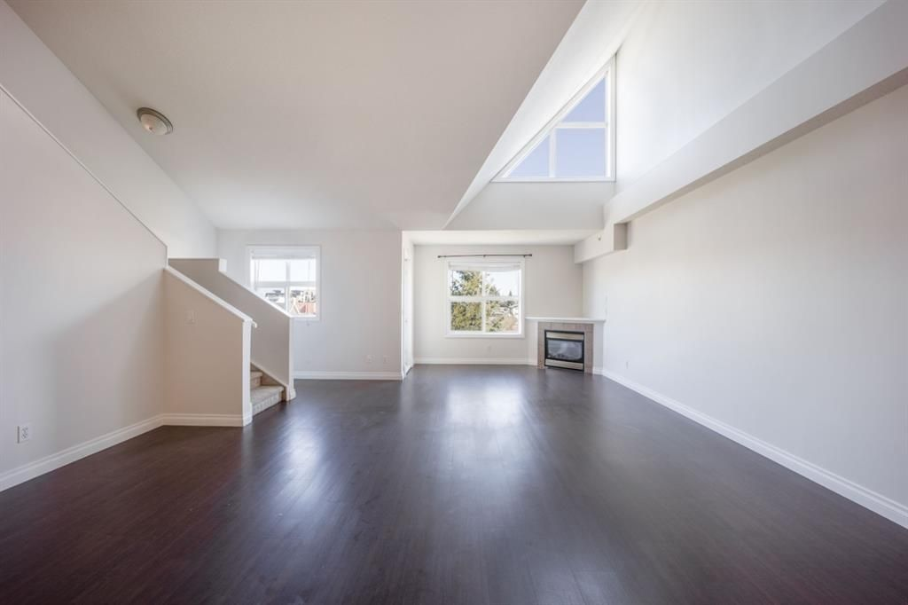 Main Photo: 303 1631 28 Avenue SW in Calgary: South Calgary Apartment for sale : MLS®# A1109353