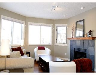 Photo 4: 1829 BROADVIEW Road NW in CALGARY: West Hillhurst Residential Attached for sale (Calgary)  : MLS®# C3305537