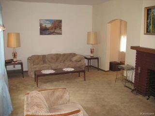Photo 2: 161 Helmsdale Avenue in Winnipeg: East Kildonan Residential for sale (3C)  : MLS®# 1715945