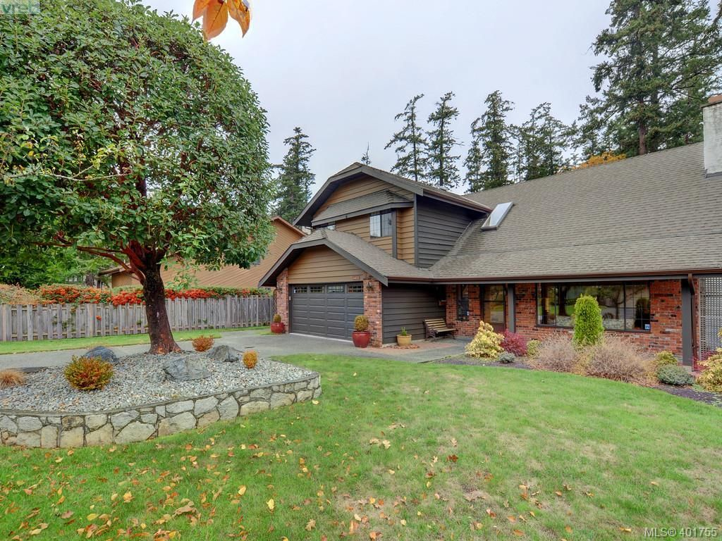 Main Photo: 4403 Robinwood Dr in VICTORIA: SE Gordon Head House for sale (Saanich East)  : MLS®# 801757