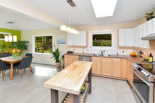 Photo 12: 7826 Wallace Dr in Central Saanich: CS Saanichton House for sale : MLS®# 878403