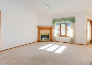 Photo 3: 119 Edgepark Villas NW in Calgary: Edgemont Row/Townhouse for sale : MLS®# A1114836