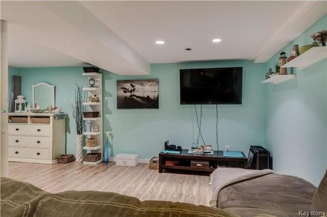 Photo 10: Photos: 427 Dowling Avenue in Winnipeg: East Transcona Residential for sale (3M)  : MLS®# 1716134
