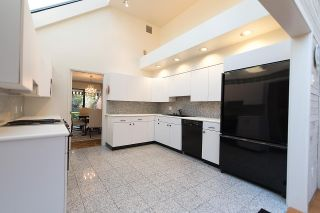 """Photo 12: 6574 PINEHURST Drive in Vancouver: South Cambie Townhouse for sale in """"LANGARA ESTATES"""" (Vancouver West)  : MLS®# R2052752"""