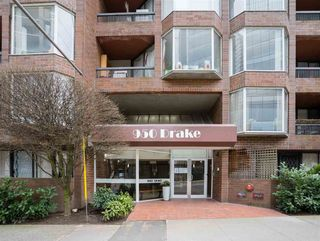 """Photo 2: 513 950 DRAKE Street in Vancouver: Downtown VW Condo for sale in """"ANCHOR POINT"""" (Vancouver West)  : MLS®# R2557103"""