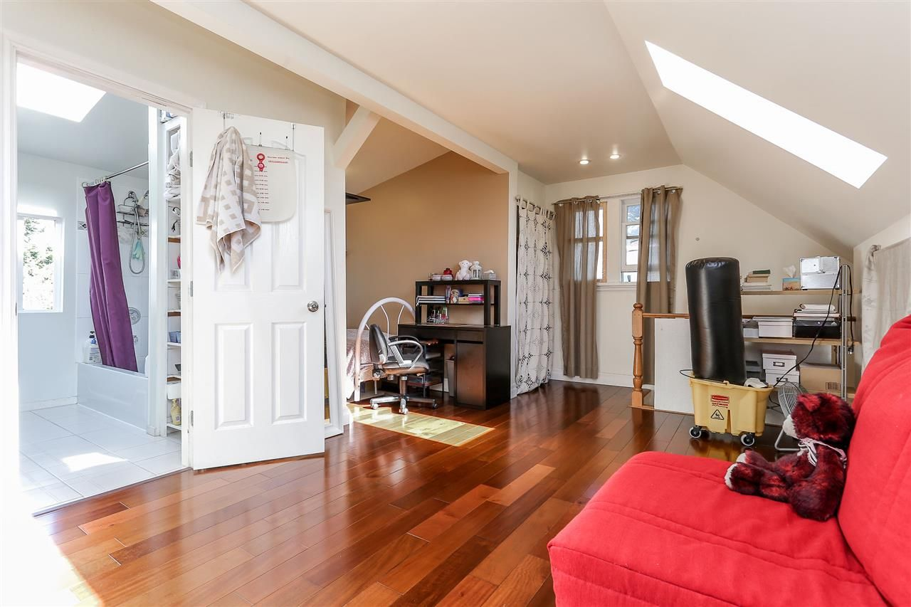 Photo 13: Photos: 4420 NANAIMO Street in Vancouver: Collingwood VE House for sale (Vancouver East)  : MLS®# R2006921