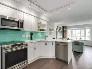 """Photo 3: 210 2545 W BROADWAY Avenue in Vancouver: Kitsilano Townhouse for sale in """"Trafalgar Mews"""" (Vancouver West)  : MLS®# R2590394"""