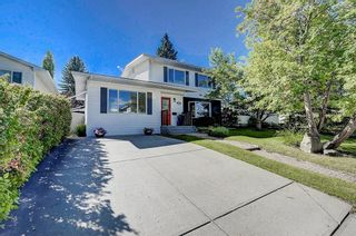 Photo 1: 2956 LATHOM Crescent SW in Calgary: Lakeview Detached for sale : MLS®# C4263838