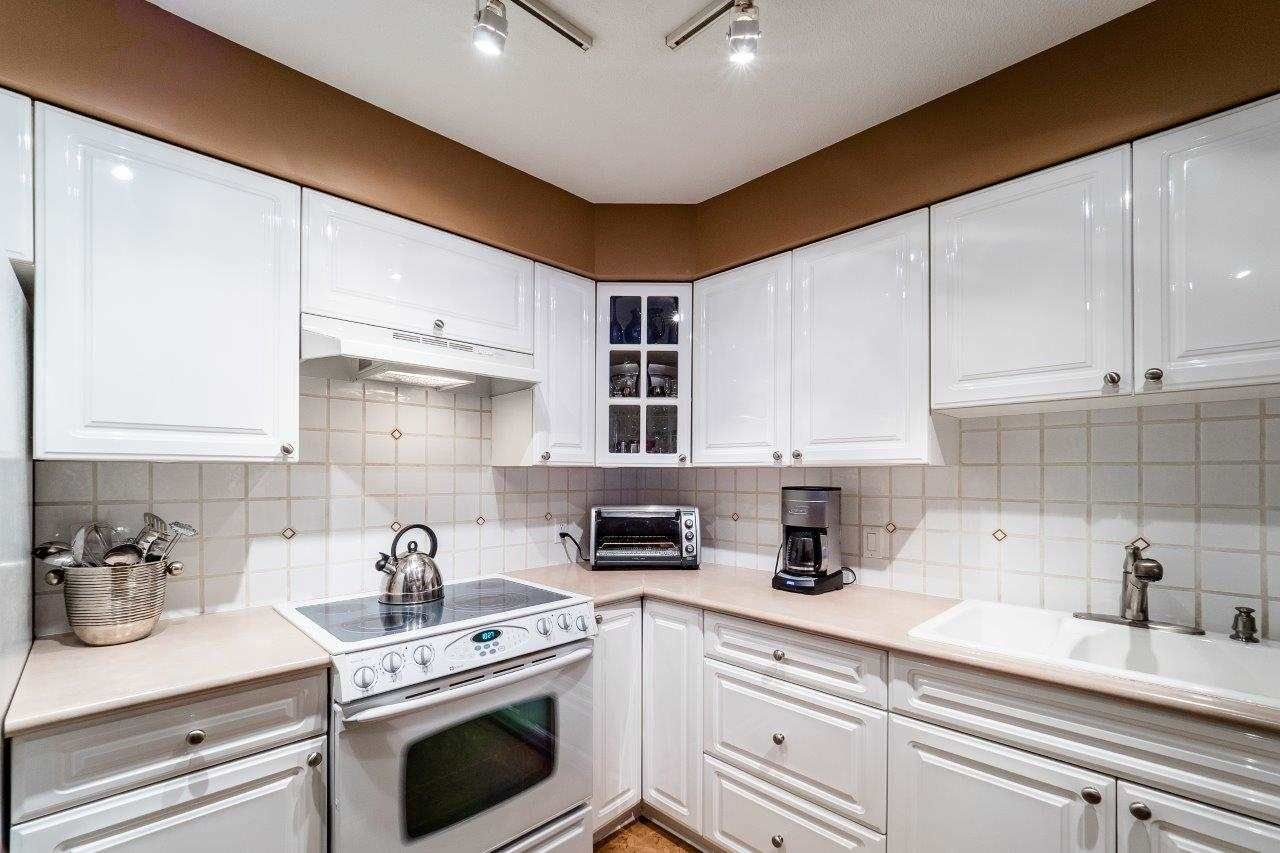 """Photo 6: Photos: 107 1140 STRATHAVEN Drive in North Vancouver: Northlands Condo for sale in """"Strathaven"""" : MLS®# R2131232"""