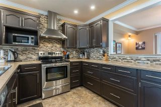 """Photo 2: 50 34899 OLD CLAYBURN Road in Abbotsford: Abbotsford East Townhouse for sale in """"Crown Point Villas"""" : MLS®# R2588503"""