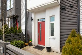 """Photo 2: 34 17555 57A Avenue in Surrey: Cloverdale BC Townhouse for sale in """"Hawthorne"""" (Cloverdale)  : MLS®# R2553792"""