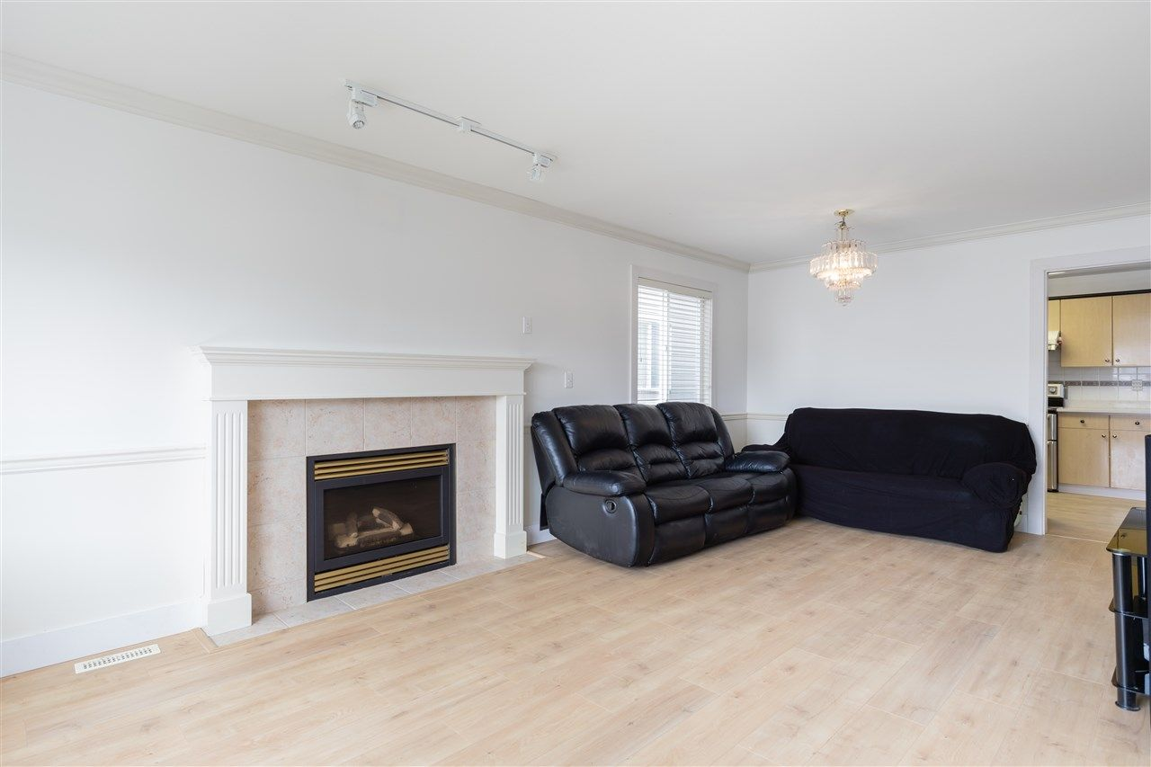 Photo 5: Photos: 5046 MANOR Street in Burnaby: Central BN 1/2 Duplex for sale (Burnaby North)  : MLS®# R2441372
