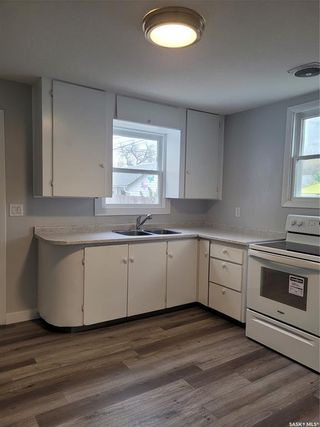 Photo 3: 720 32nd Street West in Saskatoon: Caswell Hill Residential for sale : MLS®# SK871688