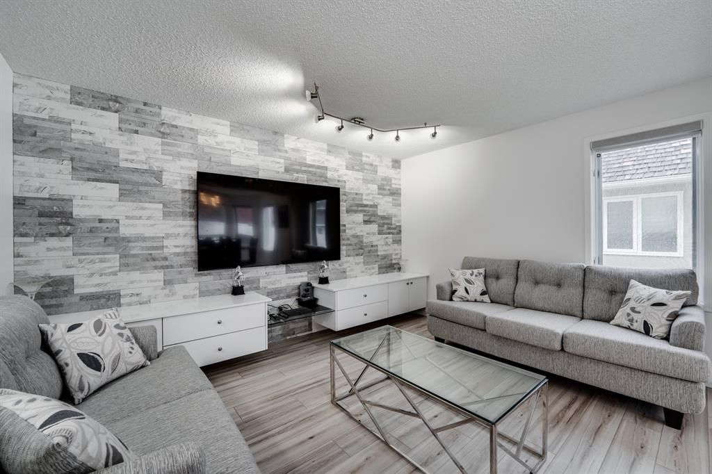 Main Photo: 1349 Shawnee Road SW in Calgary: Shawnee Slopes Detached for sale : MLS®# A1118774