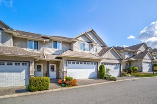 """Photo 1: 162 46360 VALLEYVIEW Road in Chilliwack: Promontory Townhouse for sale in """"APPLE CREEK/CENTRE ROCK FARMS"""" (Sardis)  : MLS®# R2618009"""