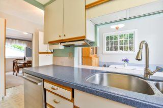 "Photo 11: 12645 27A Avenue in Surrey: Crescent Bch Ocean Pk. House for sale in ""Ocean Park"" (South Surrey White Rock)  : MLS®# R2251653"