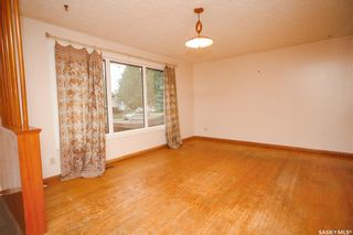 Photo 3: 353 Montreal Avenue South in Saskatoon: Meadowgreen Residential for sale : MLS®# SK864206