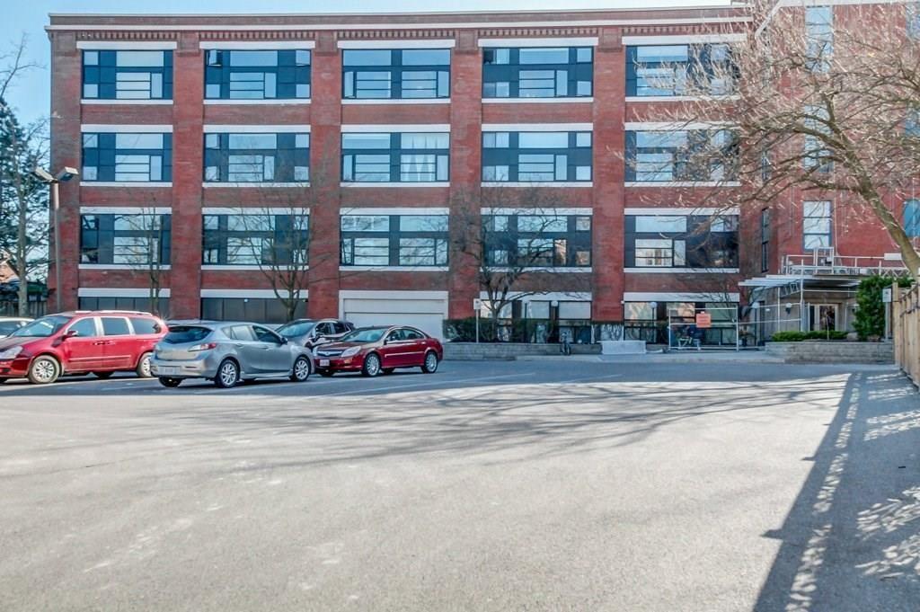 Main Photo: 213 50 Main Street in Dundas: House for sale : MLS®# H4025909