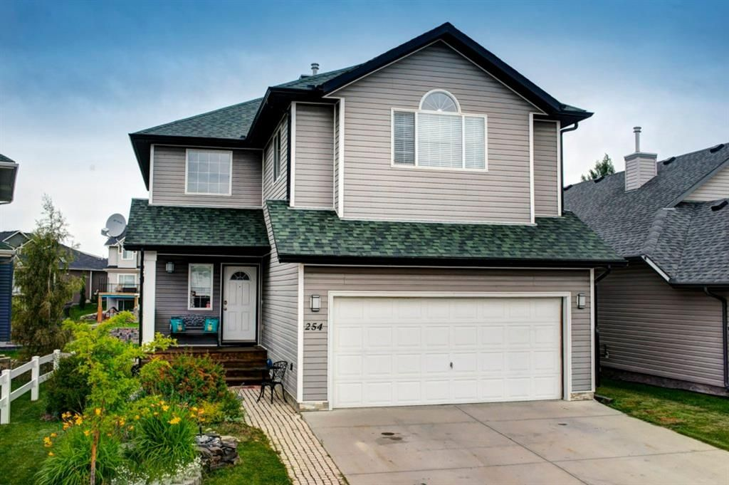 Main Photo: 254 BAYSIDE Point SW: Airdrie Detached for sale : MLS®# A1037560