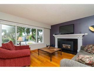 Photo 3: 15871 THRIFT Avenue: White Rock House for sale (South Surrey White Rock)  : MLS®# R2057585