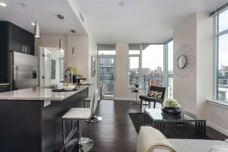 """Photo 7: 908 38 W 1ST Avenue in Vancouver: False Creek Condo for sale in """"THE ONE"""" (Vancouver West)  : MLS®# R2164655"""