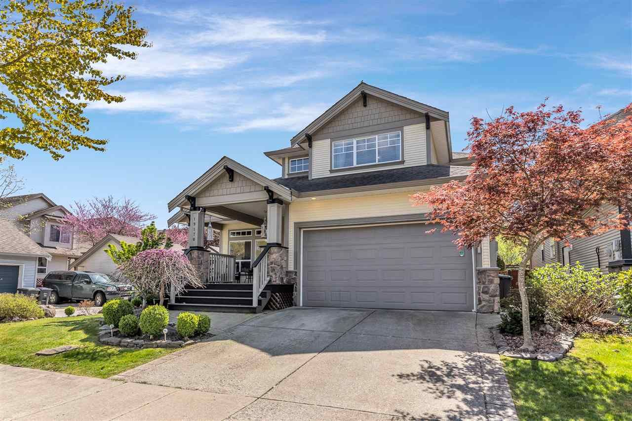 Main Photo: 19178 68B Avenue in Surrey: Clayton House for sale (Cloverdale)  : MLS®# R2572228