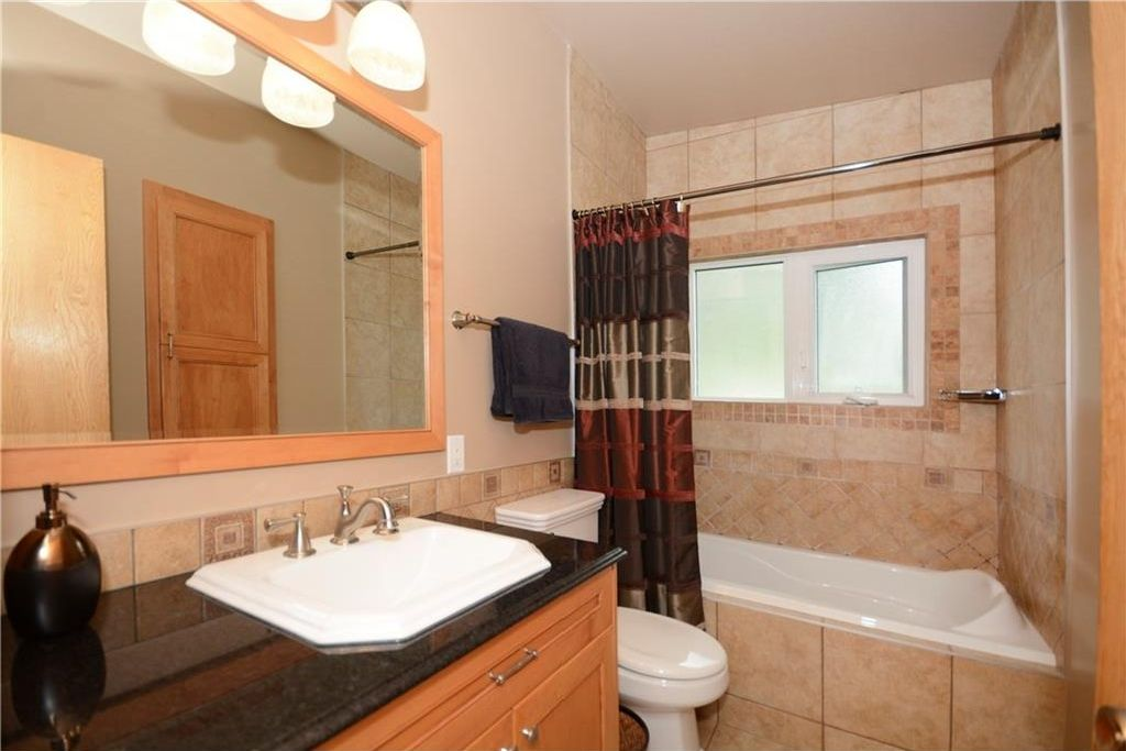 Photo 18: Photos: 3148 BREEN Crescent NW in Calgary: Brentwood House for sale : MLS®# C4121729