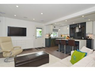 """Photo 10: 598 W 24TH Avenue in Vancouver: Cambie House for sale in """"DOUGLAS PARK"""" (Vancouver West)  : MLS®# V1125988"""