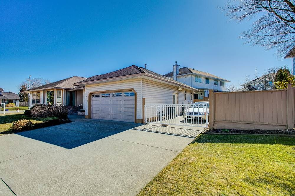 Main Photo: 19678 MAPLE Place in Pitt Meadows: Mid Meadows House for sale : MLS®# R2350379
