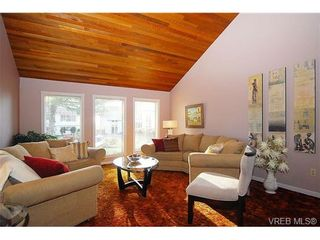 Photo 2: 4021 Dawnview Cres in VICTORIA: SE Arbutus House for sale (Saanich East)  : MLS®# 528002