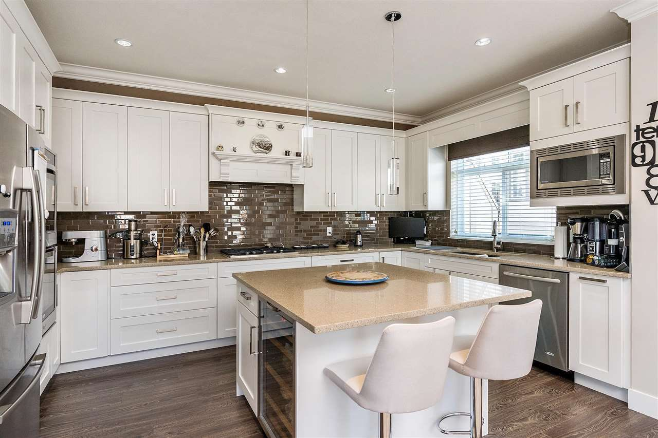 Stunning kitchen with high-end finishing
