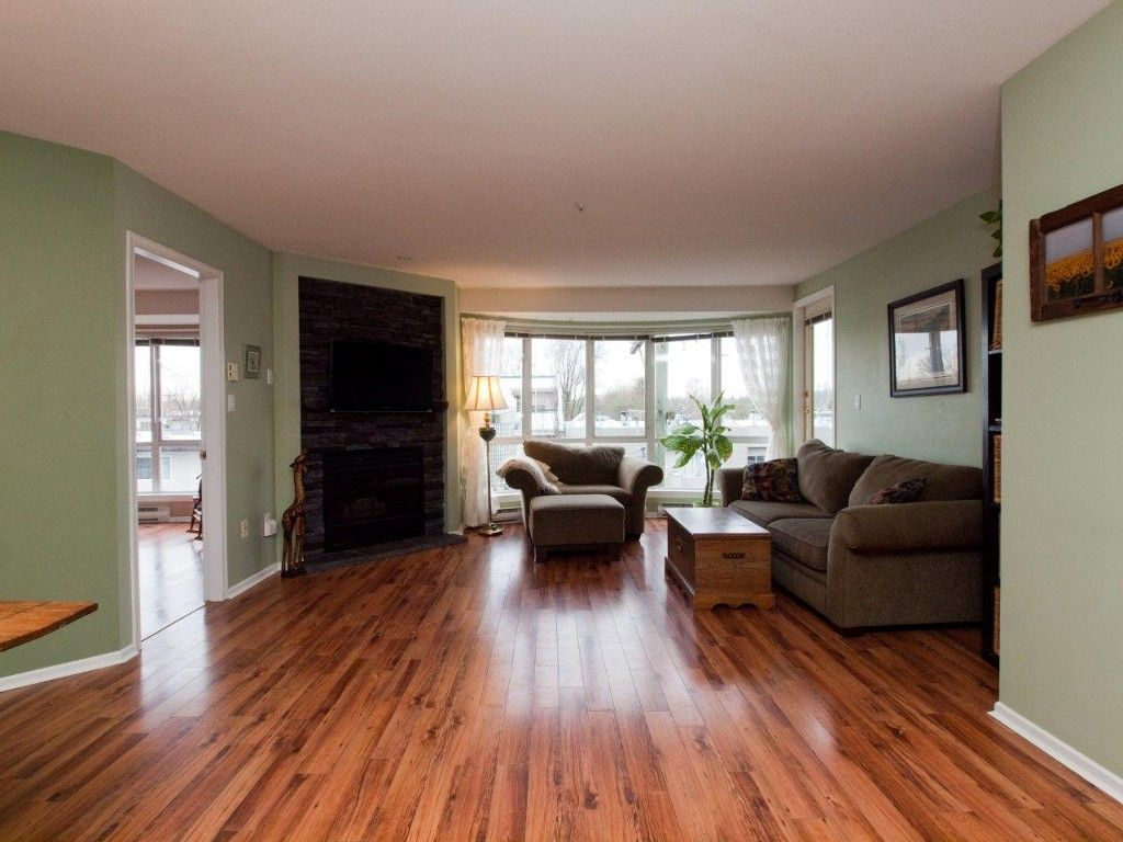 """Main Photo: 412 789 W 16TH Avenue in Vancouver: Fairview VW Condo for sale in """"SIXTEEN WILLOWS"""" (Vancouver West)  : MLS®# V938093"""